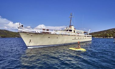 Play Fellow Motor Yacht (1)