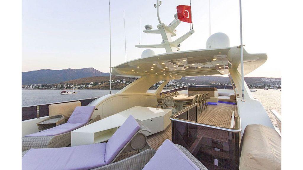Tri-Deck Motor Yacht (17)