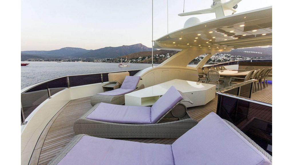 Tri-Deck Motor Yacht (18)