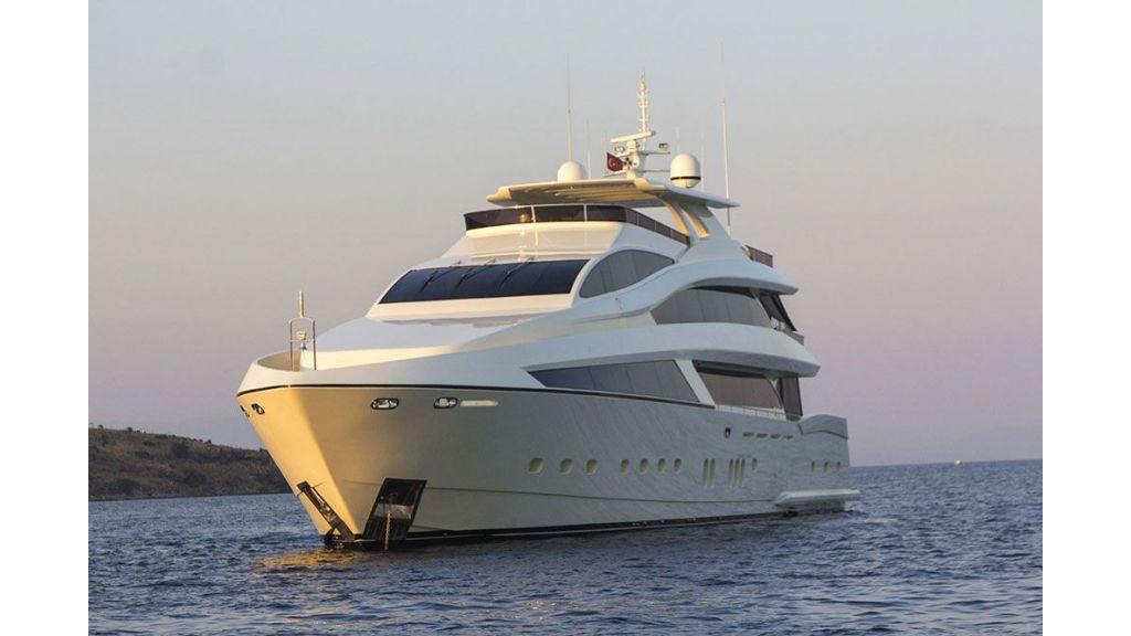 Tri-Deck Motor Yacht (3)