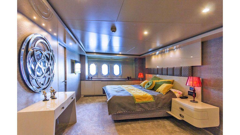 Tri-Deck Motor Yacht (43)
