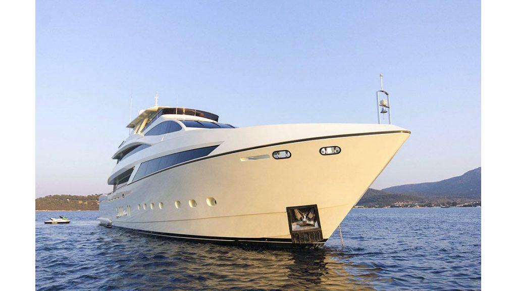 Tri-Deck Motor Yacht (5)