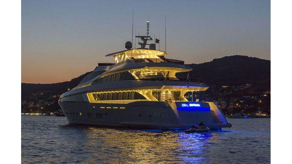 Tri-Deck Motor Yacht (7)