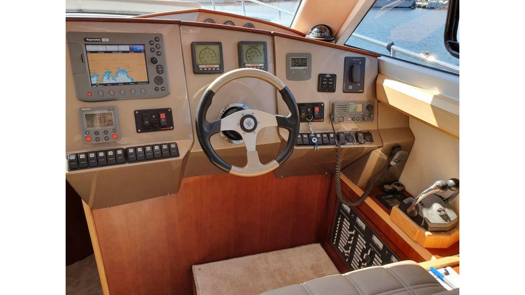 beautiful lobster motor yacht (11)