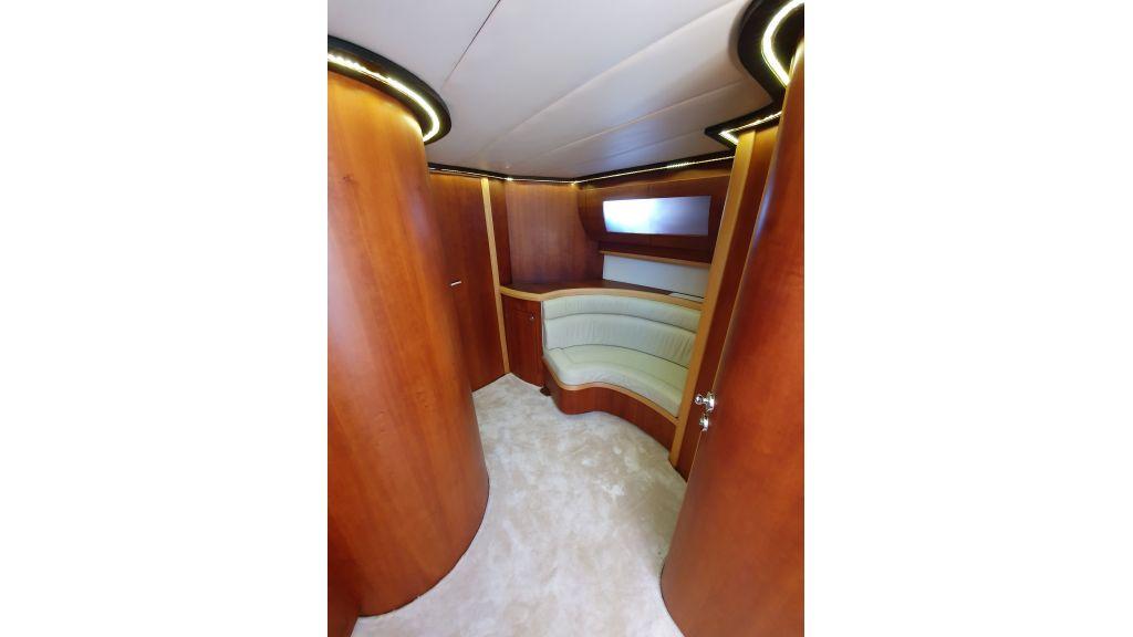 beautiful lobster motor yacht (12)