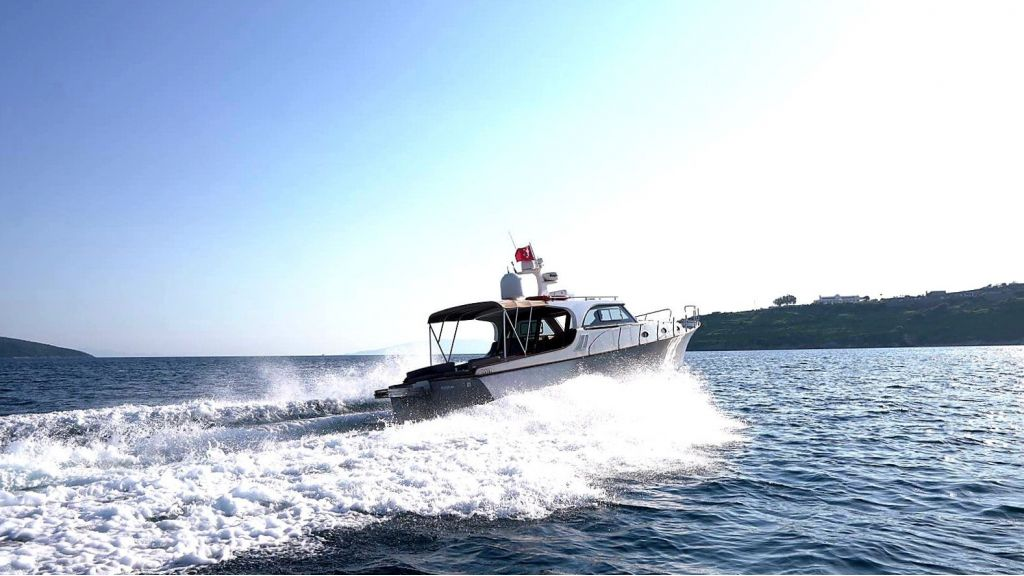 beautiful lobster motor yacht (17)