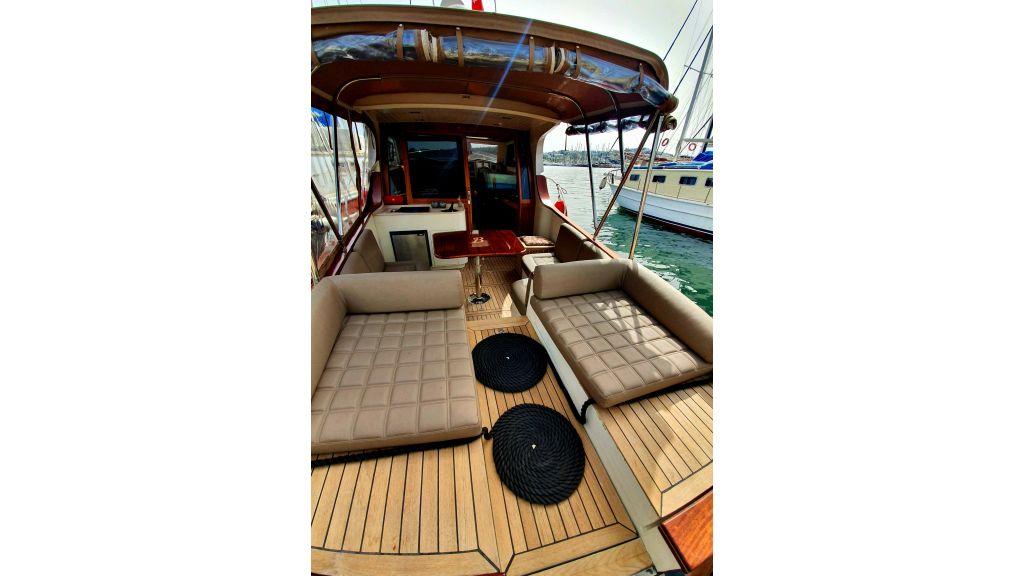 beautiful lobster motor yacht (18)