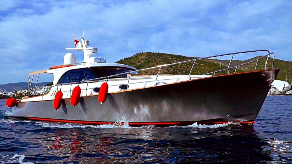 beautiful lobster motor yacht (2) - master