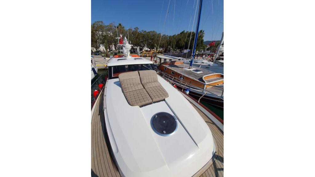 beautiful lobster motor yacht (4)