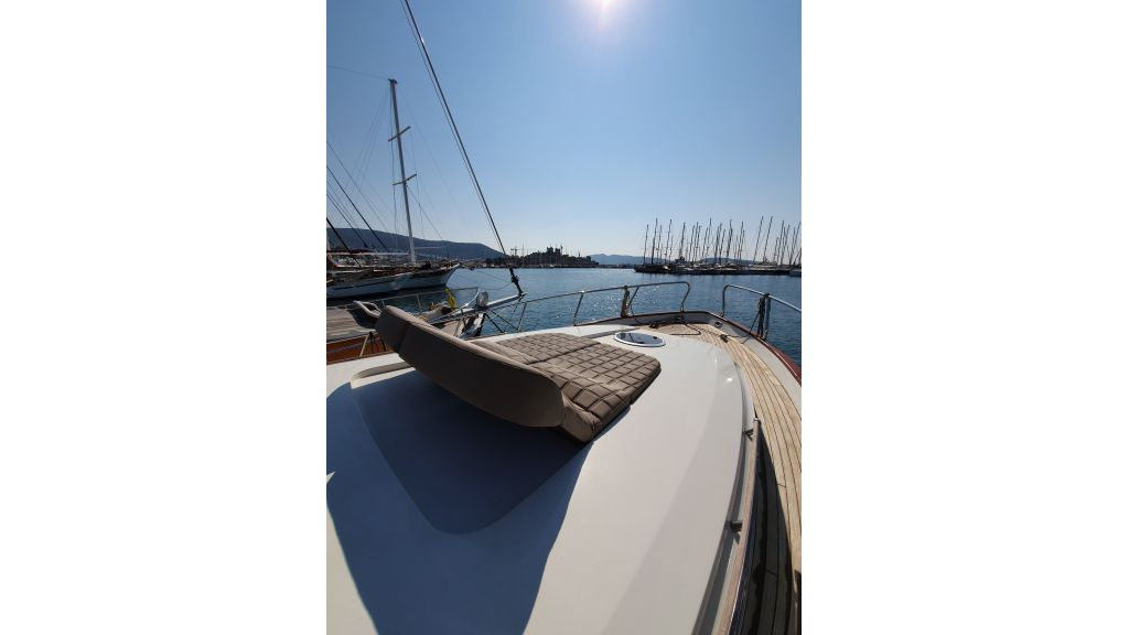 beautiful lobster motor yacht (5)