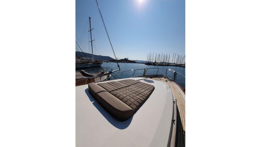 beautiful lobster motor yacht (6)