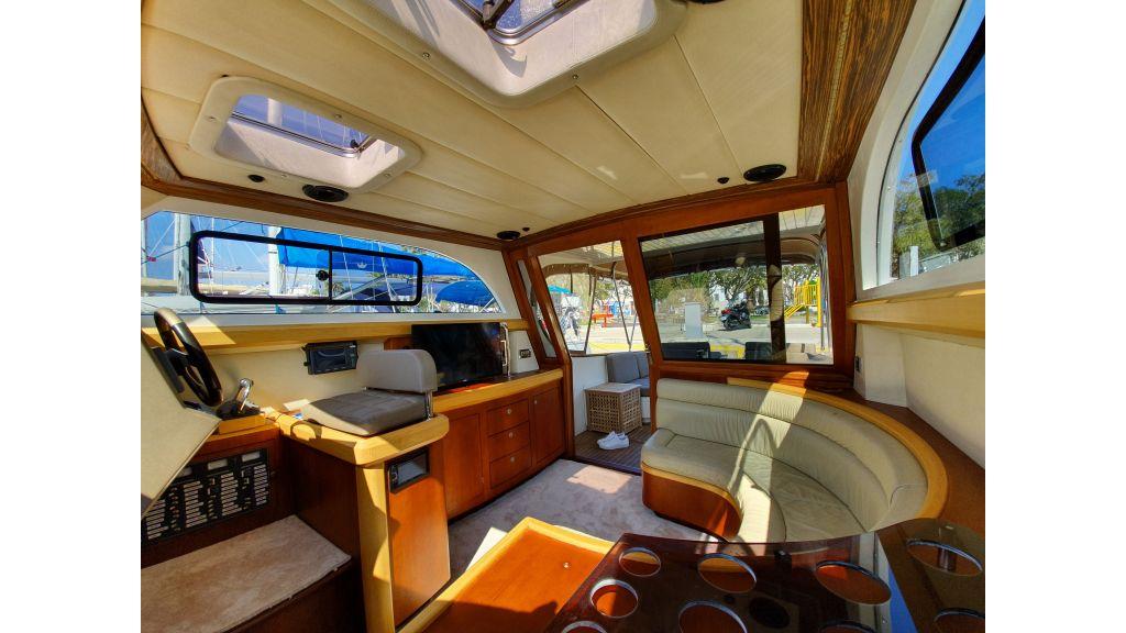 beautiful lobster motor yacht (8)