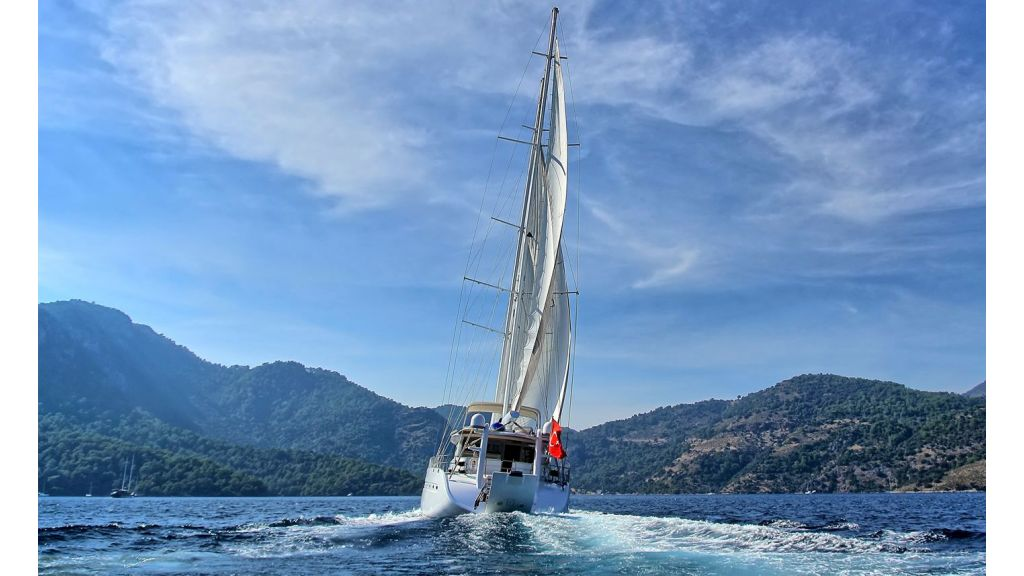 Flybridge Motor Sailing (2)