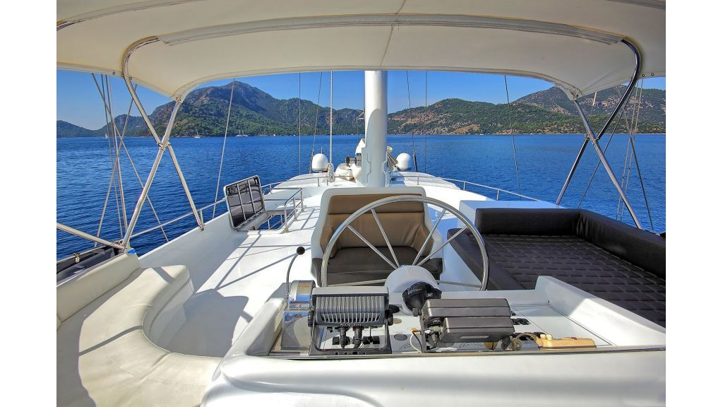 Flybridge Motor Sailing (5)