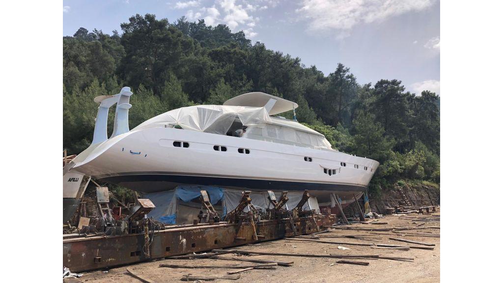 Flybridge Sailing Yacht (3)