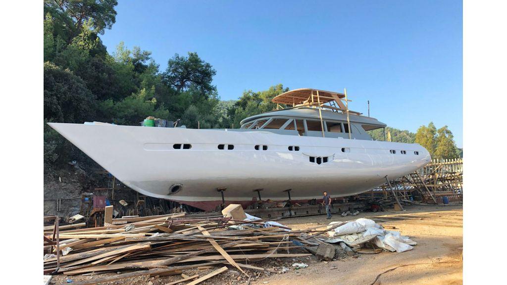Flybridge Sailing Yacht (5)