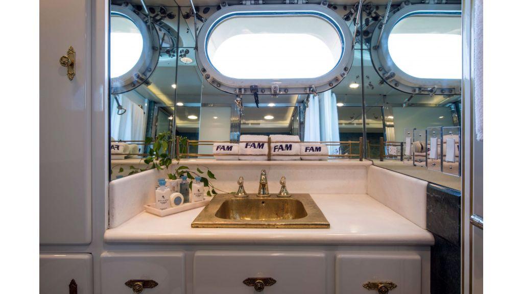 Luxury Yacht Fam (19)