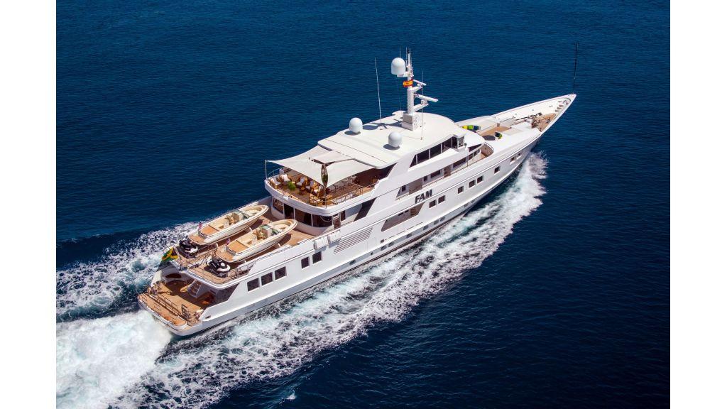 Luxury Yacht Fam (2)
