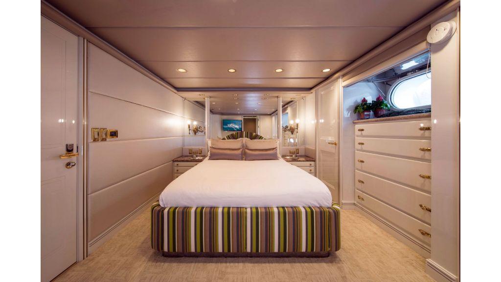 Luxury Yacht Fam (21)