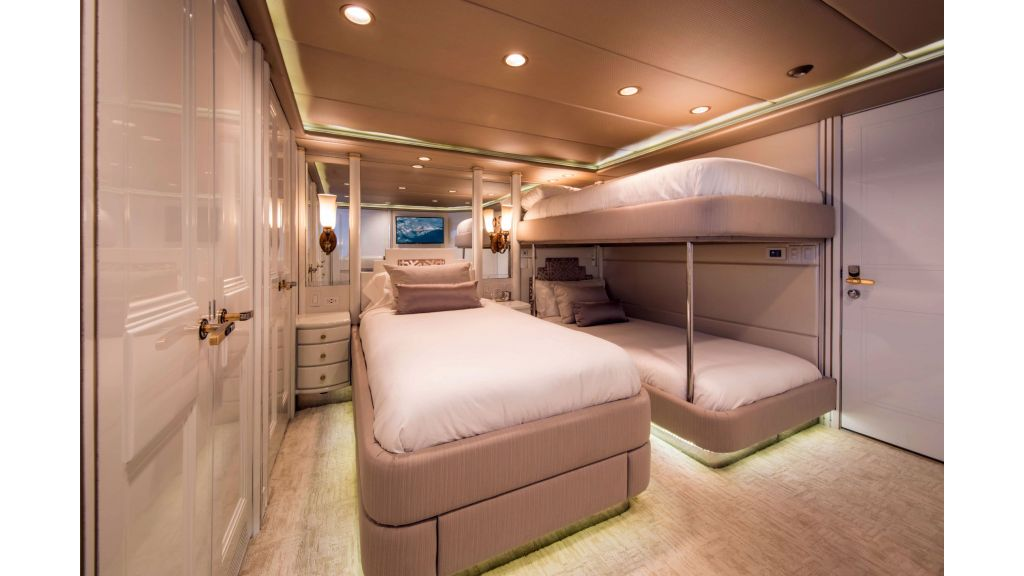 Luxury Yacht Fam (23)