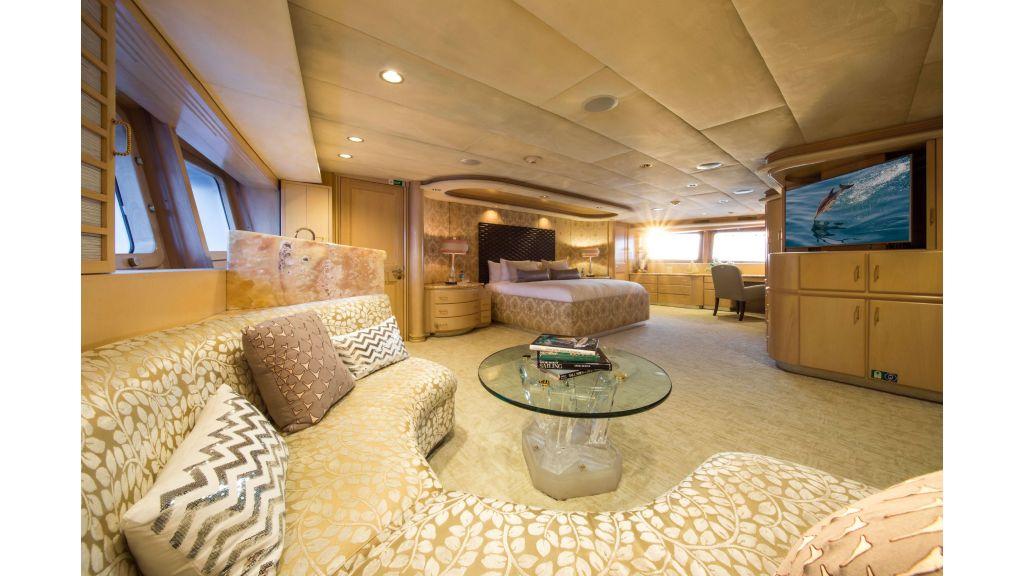 Luxury Yacht Fam (25)