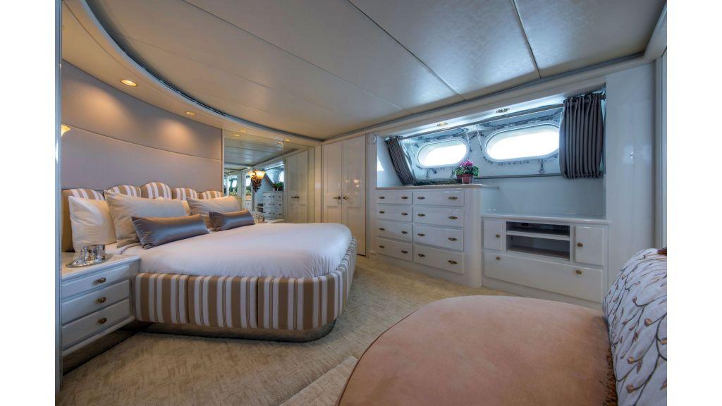 Luxury Yacht Fam (3)