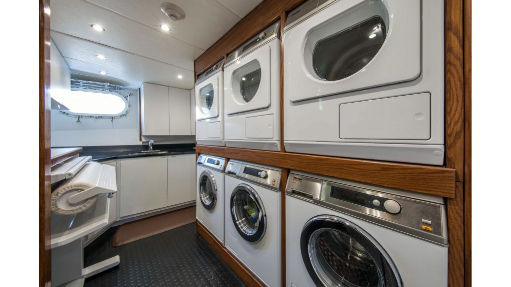 Luxury Yacht Fam (30)