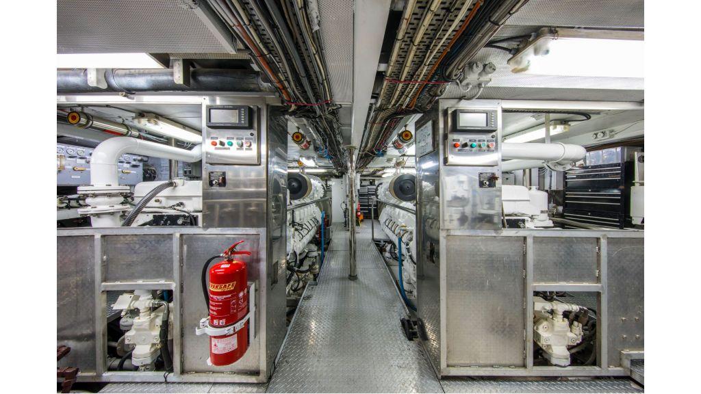 Luxury Yacht Fam (33)