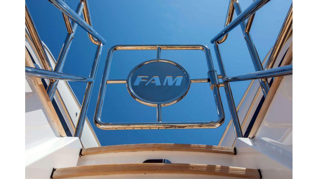 Luxury Yacht Fam (52)
