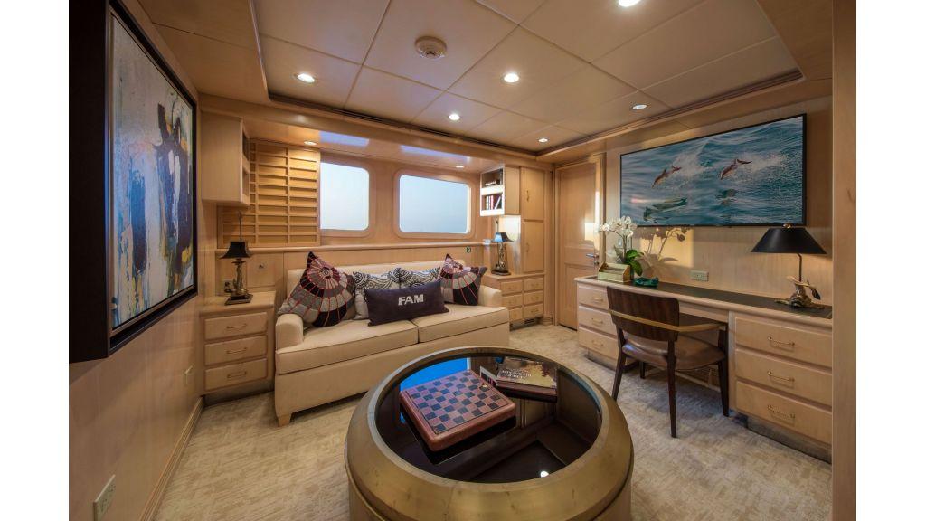Luxury Yacht Fam (8)
