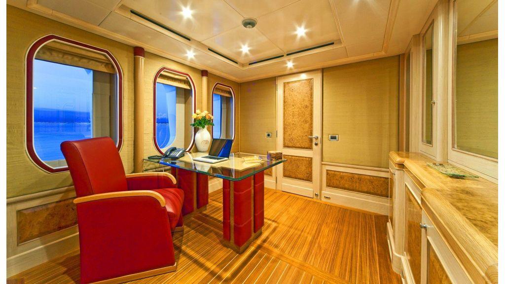 Luxury 50m Aluminum Yacht (18)