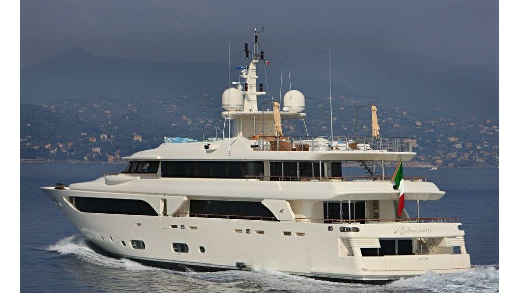 Luxury Yacht Rubeccan (1)