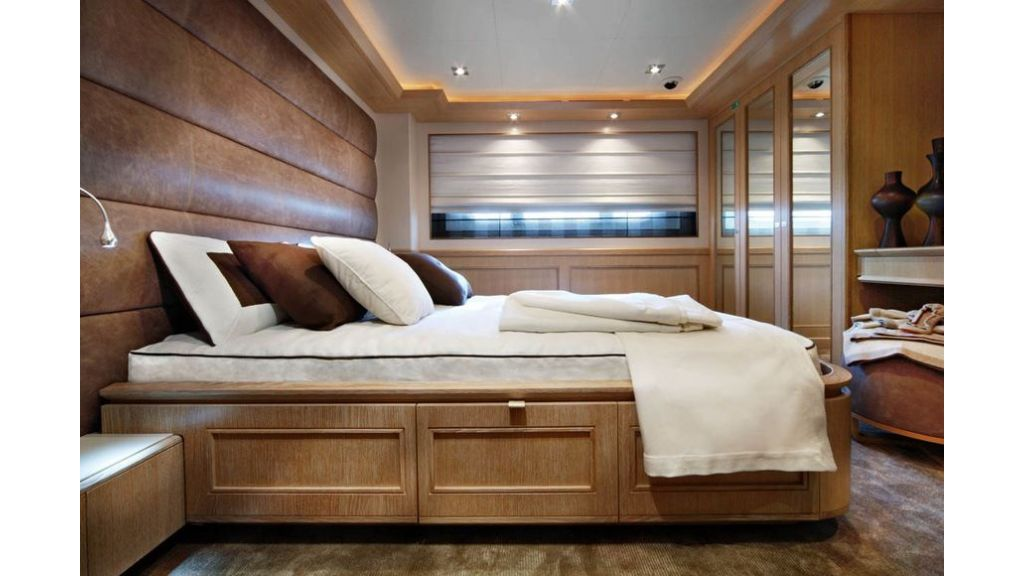 Luxury Yacht Rubeccan (15)