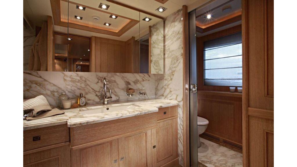 Luxury Yacht Rubeccan (18)