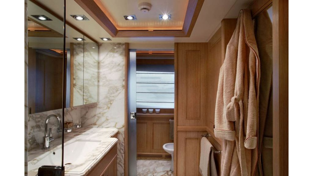 Luxury Yacht Rubeccan (4)