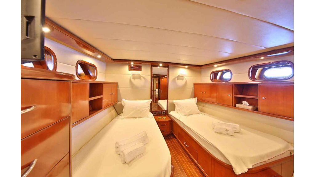 Navy 83 Yacht (33)