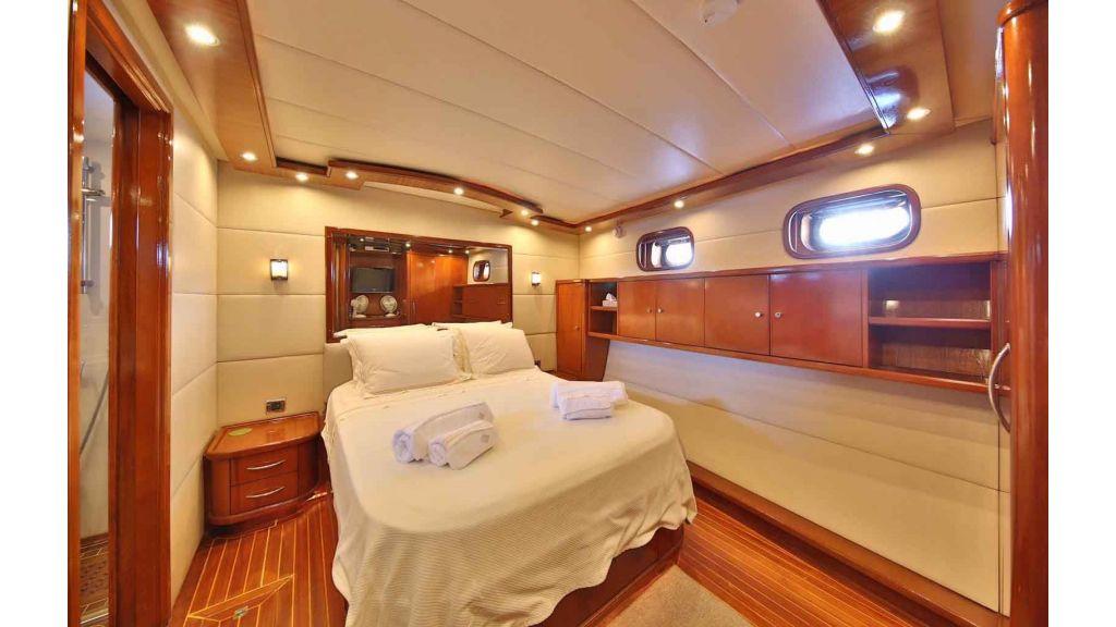 Navy 83 Yacht (5)