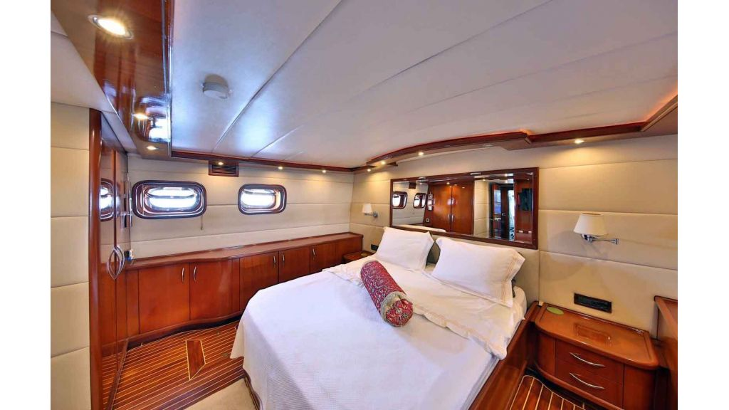 Navy 83 Yacht (9)