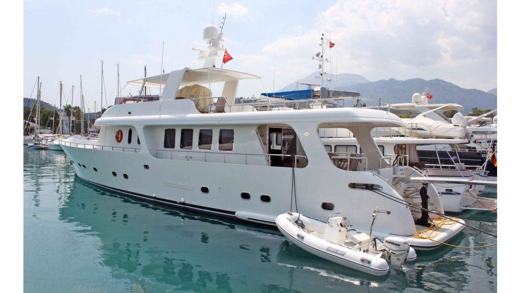 Navy 83 Yacht