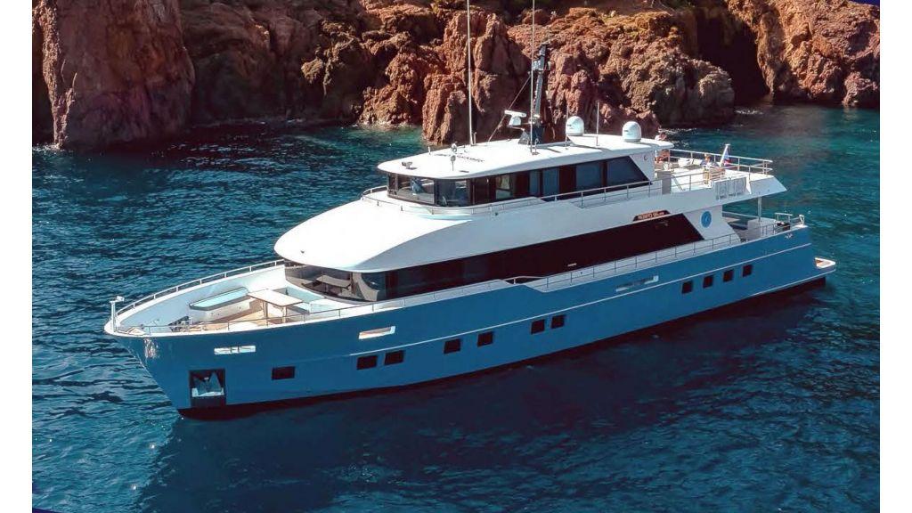 Nomad -95-Suv Motor Yacht (1)