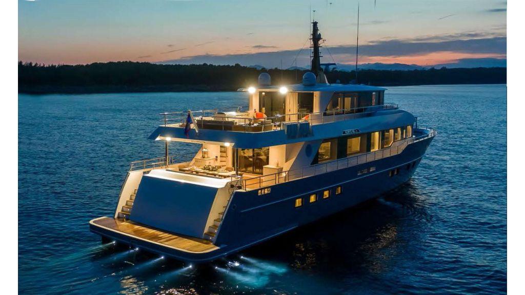 Nomad -95-Suv Motor Yacht (18)