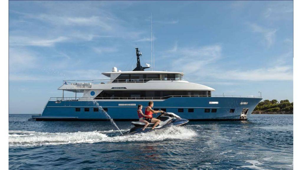 Nomad -95-Suv Motor Yacht
