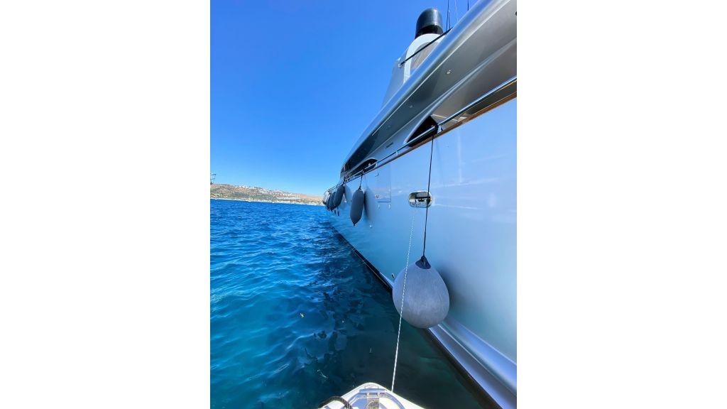 Maiora 32 DP 2010 Motor Yacht (16)