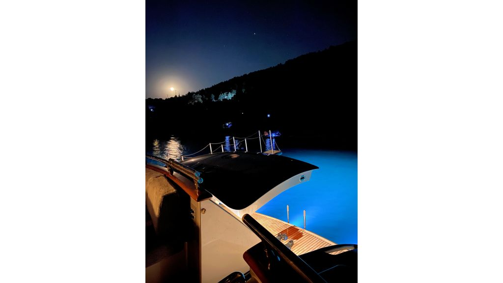 Maiora 32 DP 2010 Motor Yacht (21)