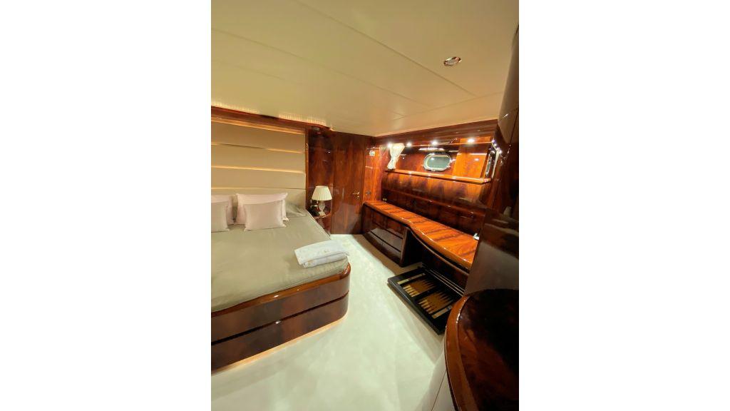 Maiora 32 DP 2010 Motor Yacht (44)