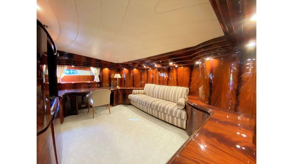 Maiora 32 DP 2010 Motor Yacht (49)