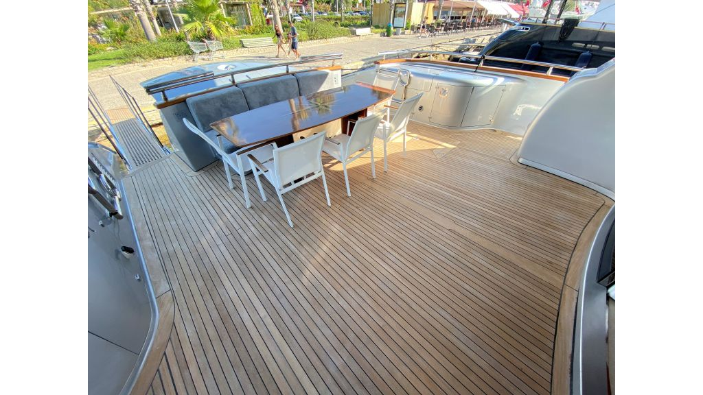 Maiora 32 DP 2010 Motor Yacht (6)