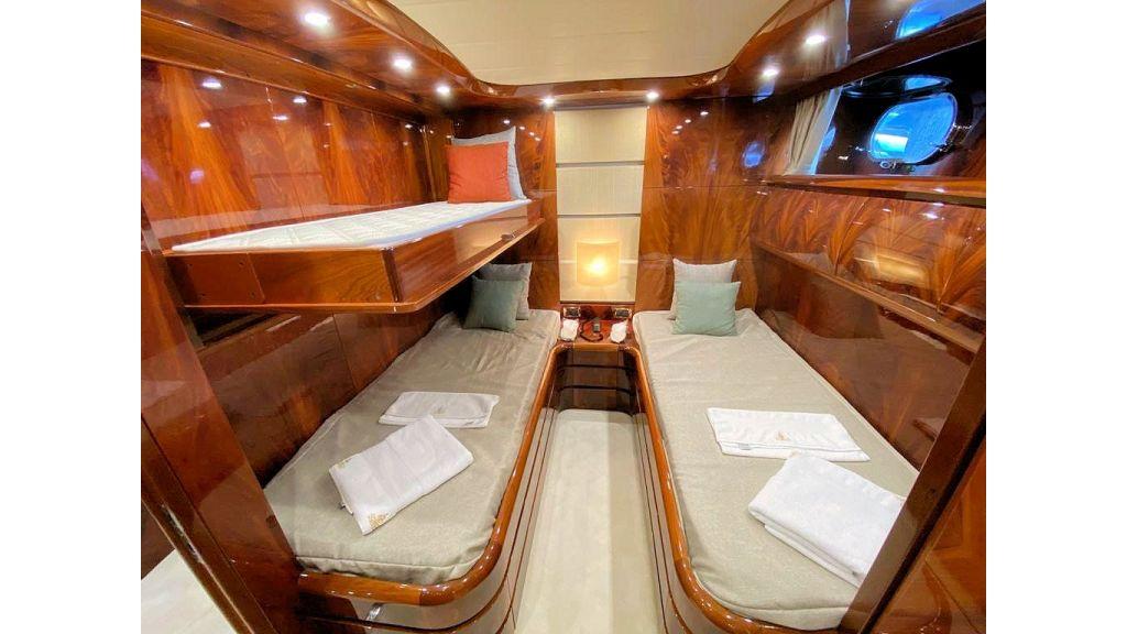 Maiora 32 DP 2010 Motor Yacht (73)