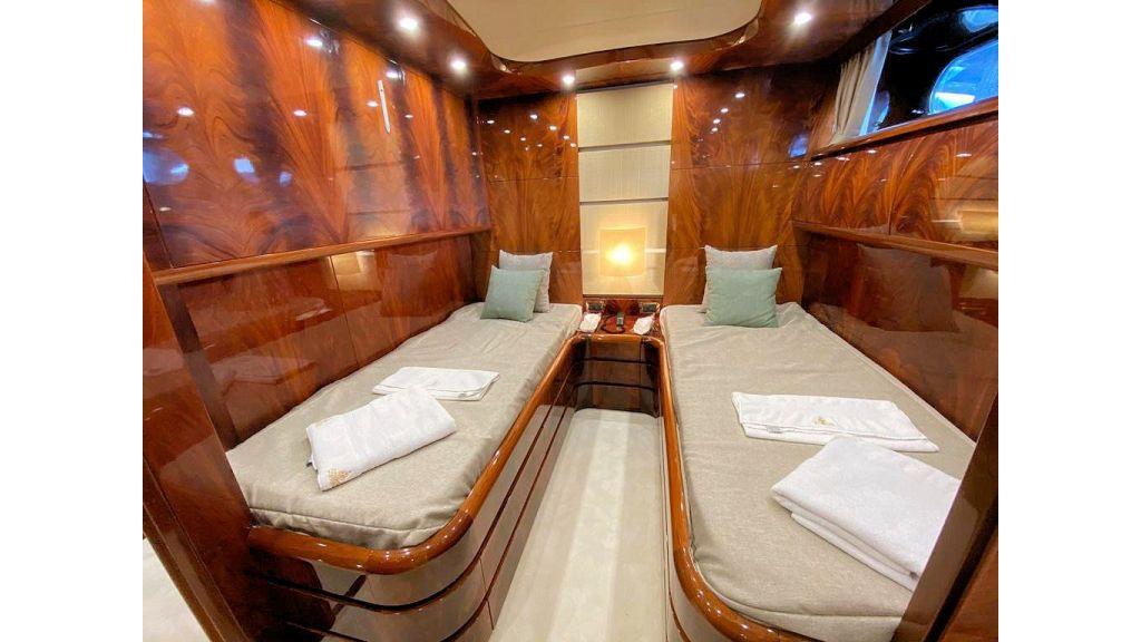 Maiora 32 DP 2010 Motor Yacht (74)