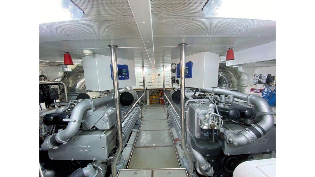 Maiora 32 DP 2010 Motor Yacht (79)